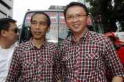 Jokowi-Ahok getting on public bus