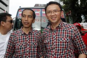 Jokowi-Ahok getting on public bus