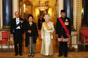 Yudhoyono, with his wife, and Queen Elizabeth II, with her husband