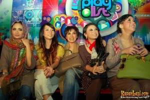 Indonesian SIngers with their Hermes Bags