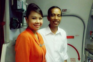 Jokowi Taking Picture with Garuda Airline Flight Attendant