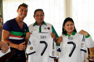 SBY and Ani Jerseys from Ronaldo