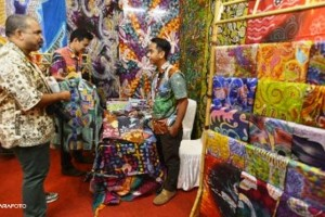arabs spends lots money for shopping in indonesia